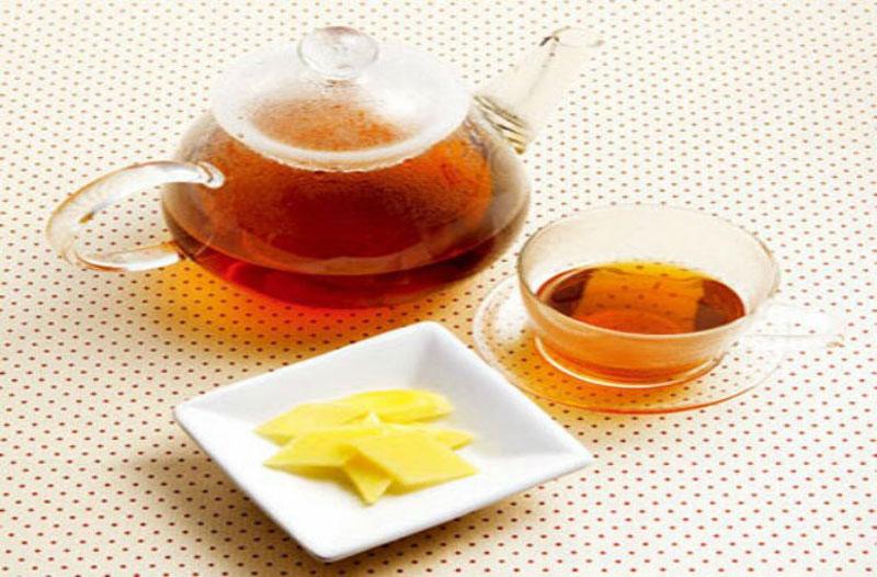 Trà gừng: Khi bạn cảm thấy đau đầu, hãy thử dùng 3 - 4 tách trà gừng trong suốt cả ngày. Với đặc tính chống viêm của gừng có thể giúp đỡ trong việc làm giảm các cơn đau nhức đầu.