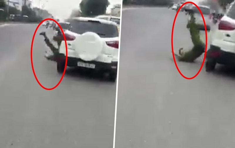 Ford EcoSport hất văng cảnh sát rồi bỏ chạy ở Hà Nội. Không chấp hành hiệu lệnh dừng xe, chiếc Ford EcoSport đã tông thẳng vào cảnh sát trước khi bỏ chạy tại Hà Nội. (CHI TIẾT)