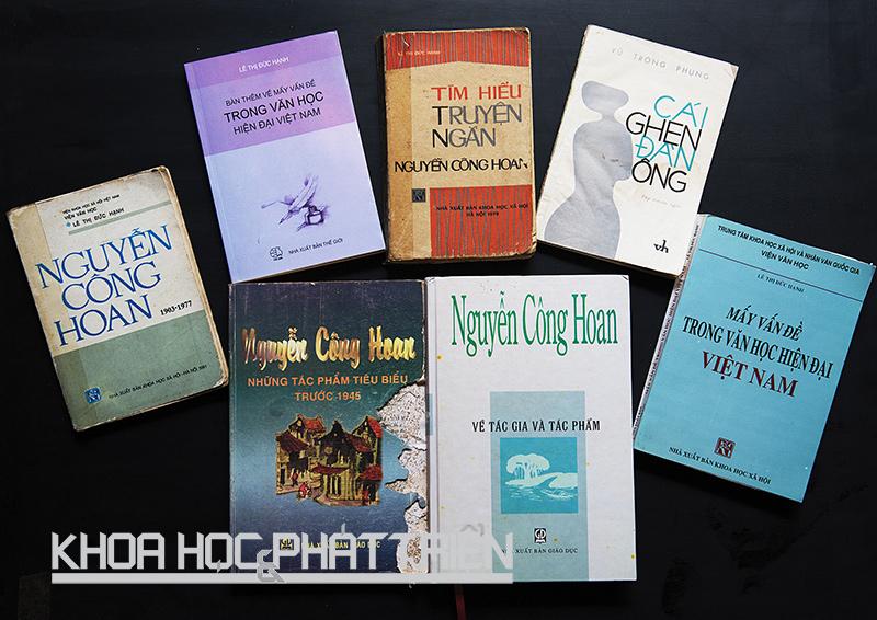 Một số cuốn sách của nhà nghiên cứu Lê Thị Đức Hạnh. Ảnh: Việt Văn