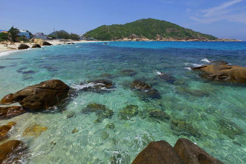 Quần đảo gồm khoảng 21 đảo lớn nhỏ cấu tạo từ đá macma xâm nhập và gồm hai dãy đảo song song theo hướng Bắc-Nam. Ảnh: Tran Thai Hoa.