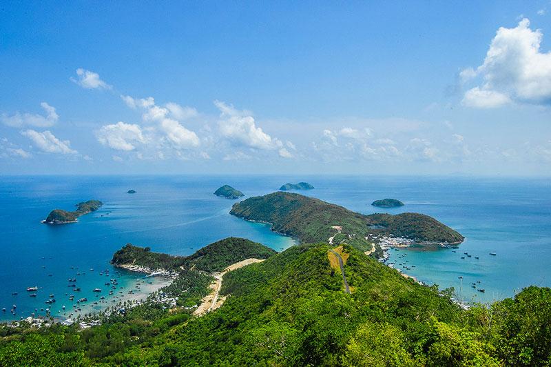 Đảo lớn nhất là đảo Nam Du có đỉnh cao 309m. Ảnh: Thanh Liem.