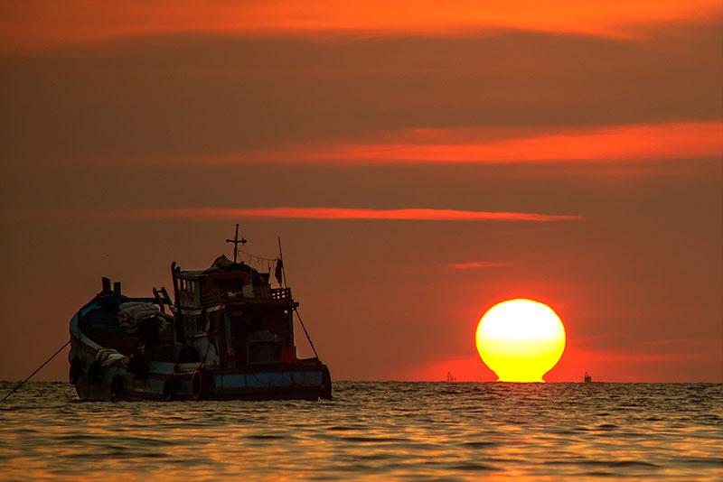 Quần đảo có khí hậu chí tuyến gió mùa; mùa mưa kéo dài từ tháng 4-10 hàng năm. Ảnh: Nguyễn Thanh Hải.