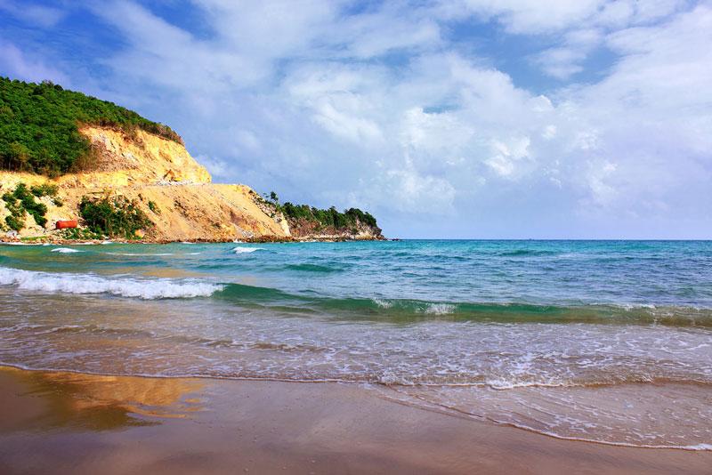 Tàu và xe máy là 2 phương tiện di chuyển chủ yếu ở đảo Nam Du. Trong đó, tàu là phương tiện để bạn di chuyển và thăm quan các hòn đảo, bãi biển lớn nhỏ trong quần thể đảo Nam Du; còn xe máy là để bạn di chuyển và thăm quan trên đảo. Ảnh: DungAn.