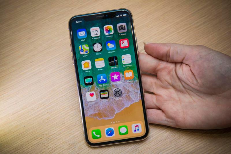 Trên tay iPhone X vừa ra mắt. iPhone X (10) vừa được trình làng cùng với iPhone 8 và iPhone 8 Plus. Dưới đây là những hình ảnh trên tay flagship này. (CHI TIẾT)