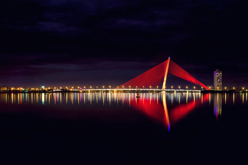 Cầu Trần Thị Lý là cây cầu bắc qua sông Hàn ở thành phố Đà Nẵng, Việt Nam. Ảnh: Bluewind2210.