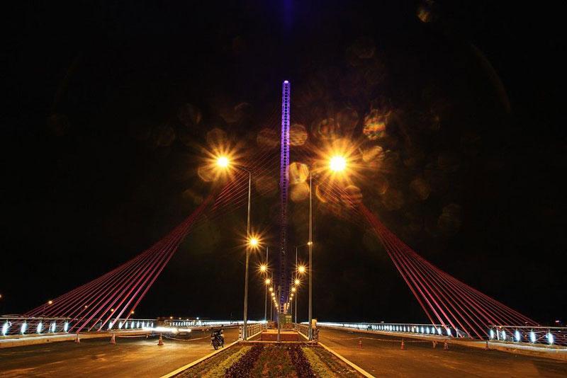 Cầu nằm phía thượng lưu sông Hàn, cách cầu Rồng khoảng 1 km. Ảnh: Tmvh.