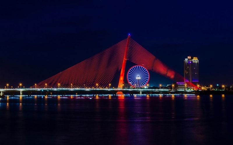 Cầu Trần Thị Lý được khởi công từ tháng 4/2009 với tổng mức đầu tư sau các lần điều chỉnh là 1.709 tỷ đồng. Ảnh: TBone Lê.
