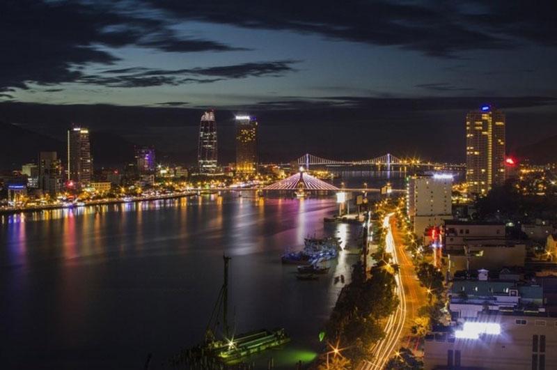 Đây là cây cầu có hệ thống dây văng mang cánh buồm căng gió vươn ra biển đã trở thành một điểm tham quan, chụp ảnh mới cho du khách khi đến du lịch Đà Nẵng. Ảnh: Thanh Phong.