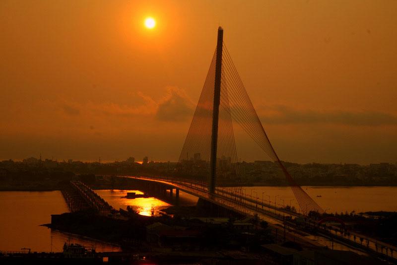 Hơn 60 năm trước, ngay tại vị trí cầu Trần Thị Lý ngày nay, người Pháp đã cho xây dựng cây cầu đầu tiên ở Đà Nẵng và đặt tên là cầu De Lattre. Ảnh: Thanhfoto.