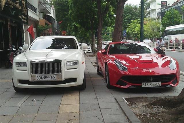 Ngắm bộ đôi siêu xe 40 tỷ của đại gia Hà Nội. Ngoài cặp đôi Rolls-Royce và Ferrari, vị đại gia tại Hà Nội này còn sở hữu một chiếc siêu xe sang Bentley Continental GT Speed màu trắng. (CHI TIẾT)