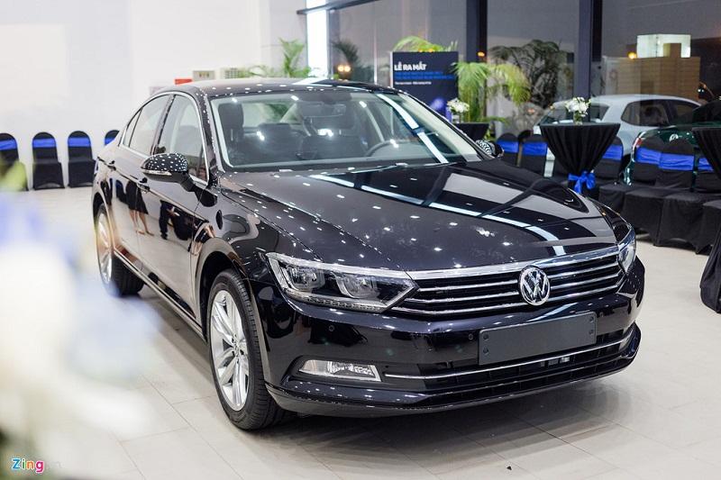 Volkswagen Passat phiên bản mới cạnh tranh Camry, Mazda6 tại Việt Nam. Volkswagen Passat Blue Motion mới được giới thiệu tại Việt Nam với 2 mức giá 1,45 và 1,47 tỷ đồng tùy màu sơn. Đây là dòng xe nằm cùng phân khúc với Toyota Camry và Mazda 6. (CHI TIẾT)