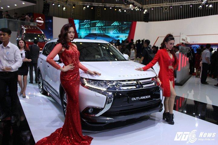 Sau Honda CR-V giảm 300 triệu đồng, Mitsubishi Outlander chạy đua giảm 220 triệu đồng. Mitsubishi Việt Nam ngay sau khi thông báo giảm giá phiên bản Outlander 2.0 STD tới 220 triệu đồng khiến thị trường Việt Nam tiếp tục biến động giai đoạn cuối năm 2017. (CHI TIẾT)