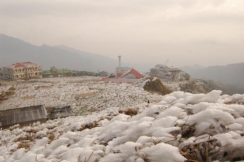 Về mùa Đông, nhiệt độ ở Mẫu Sơn xuống tới nhiệt độ âm, thường xuyên có băng giá và có thể có tuyết rơi. Ảnh: Ditichlangson.