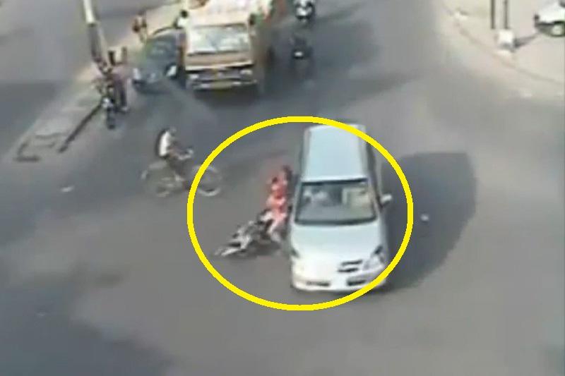 Những tai nạn giao thông thảm khốc trên mọi cung đường. Đoạn video dưới đây ghi lại những vụ tai nạn giao thông kinh hoàng trên nhiều con đường khác nhau ở khắp nơi trên thế giới. (CHI TIẾT)