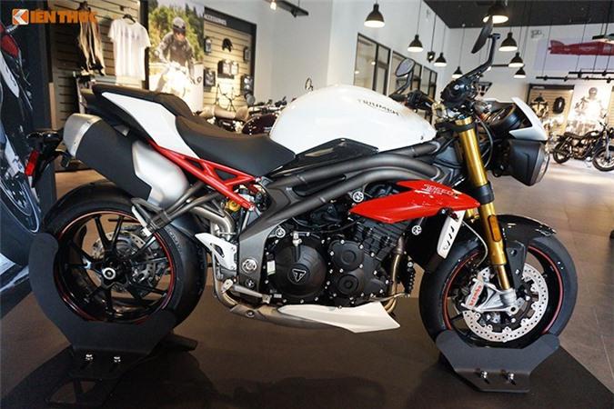 Cận cảnh môtô giá 699 triệu tại Việt Nam. Những chiếc xe môtô Triumph Speed Triple R 2017 chính hãng tại Việt Nam có giá 699 triệu, đắt hơn so với đại lý tư nhân gần 100 triệu đồng. (CHI TIẾT)