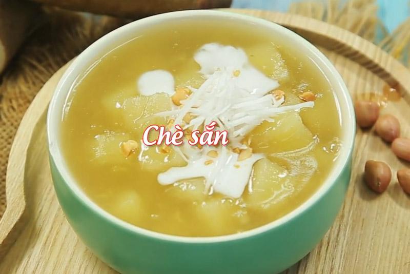 Hướng dẫn nấu món chè sắn. gọc Hân (tổng hợp) 19/09/2017 06:37 Chè sắn là món ăn hoà quyện giữa hương vị của sắn (mì), gừng, nước cốt dừa và lạc (đậu phộng) rang. Cách chế biến món này khá đơn giản. (CHI TIẾT)