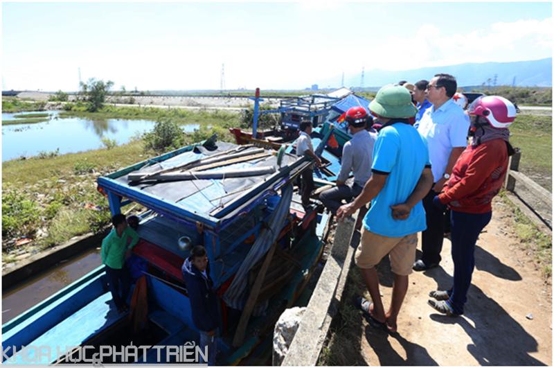 Đoàn công tác của Bộ KH&CN khảo sát thực tế ảnh hưởng của bão số 10 tại Hà Tĩnh