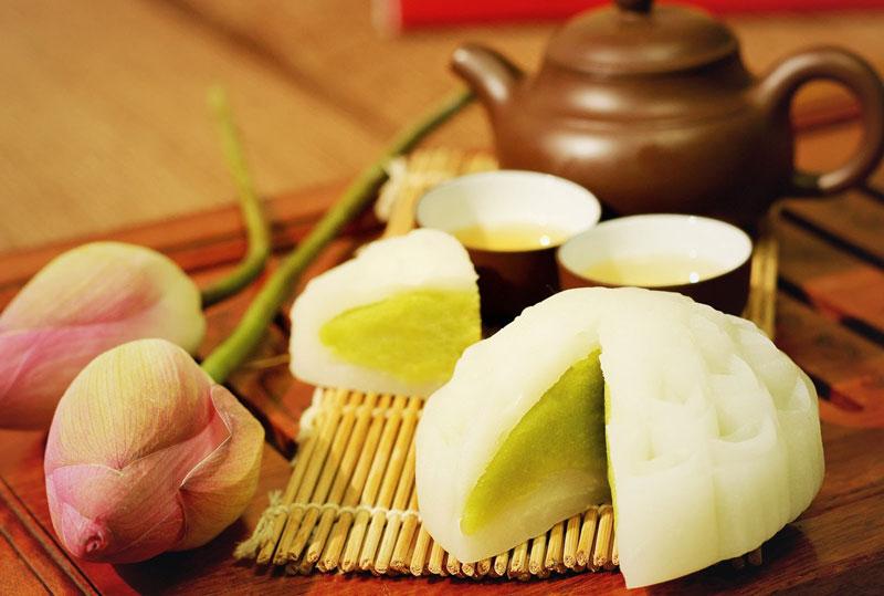 Tự làm bánh dẻo nhân đậu xanh dễ như trở bàn tay. Bánh dẻo nhân đậu xanh là món ngọt thường được sử dụng ở các dịp lễ, Tết, đặc biệt là Tết Trung thu. Bạn có thể làm món bánh này thay bánh Trung thu truyền thống vì hương vị của nó rất thơm ngon mà không hề gây ngán. (CHI TIẾT)