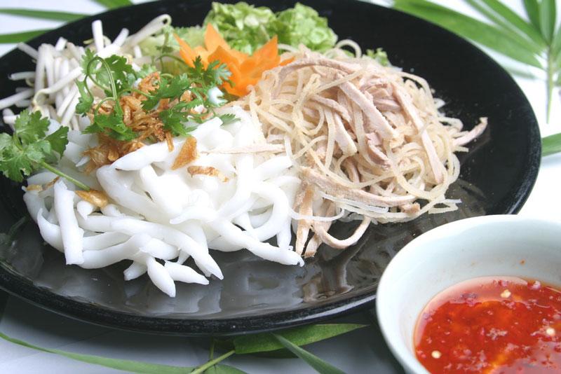 Bánh tằm Ngan Dừa - đặc sản làm nên danh tiếng ẩm thực Bạc Liêu. Nếu bạn có cơ hội ghé thăm tỉnh Bạc Liêu, đừng quên thưởng thức bánh tằm Ngan Dừa, món ăn ngon mang hương vị đặc trưng của mảnh đất này. (CHI TIẾT)