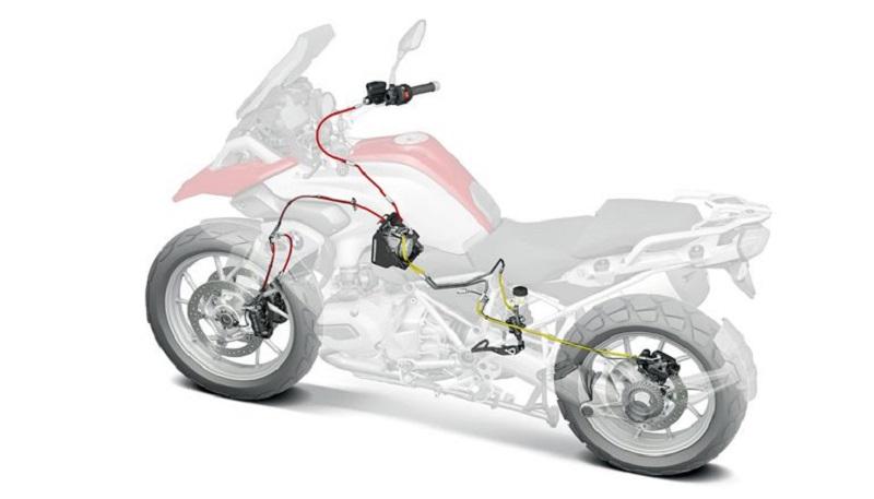 Tại sao không phải xe máy nào cũng cần công nghệ ABS? Chống bó cứng phanh ABS là một thuật ngữ gắn liền với công nghệ ô tô trong nhiều năm, và công nghệ này bắt đầu được tìm thấy trên các mẫu xe máy ngày nay. (CHI TIẾT)
