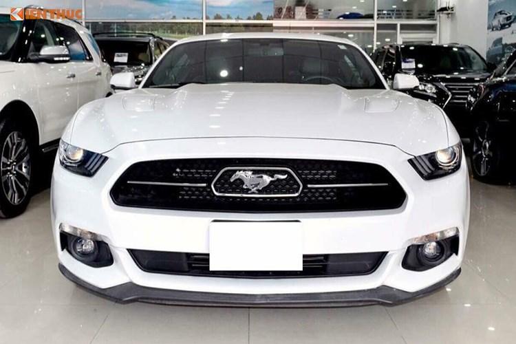 Cận cảnh Ford Mustang GT giá 3,9 tỷ tại Việt Nam. Mẫu xe cơ bắp Ford Mustang GT 5.0 phiên bản kỷ niệm 50 năm dòng xe Mustang ra đời năm 2016 được nhập khẩu về Việt Nam. (CHI TIẾT)