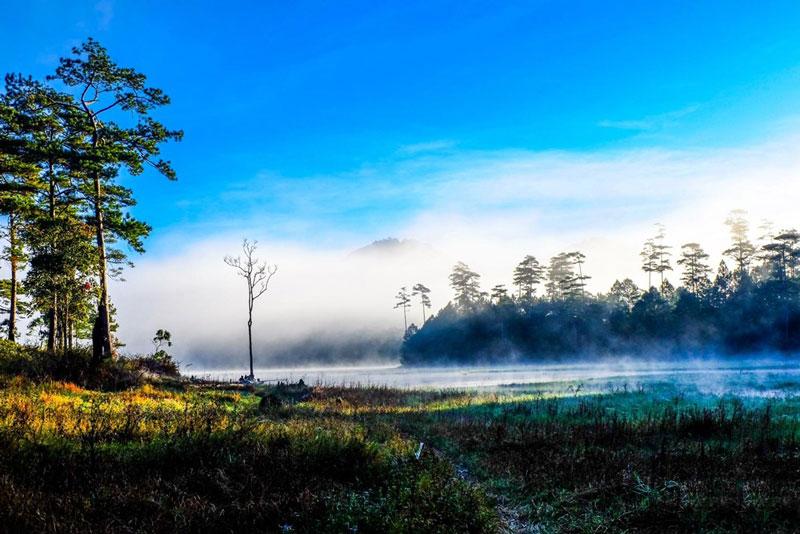 Nước hồ chảy qua một đập tràn 6 bậc và cung cấp nước tưới cho vùng đất dưới chân thác Prenn (huyện Đức Trọng) vào mùa khô. Ảnh: Nguyễn Hải Vinh.