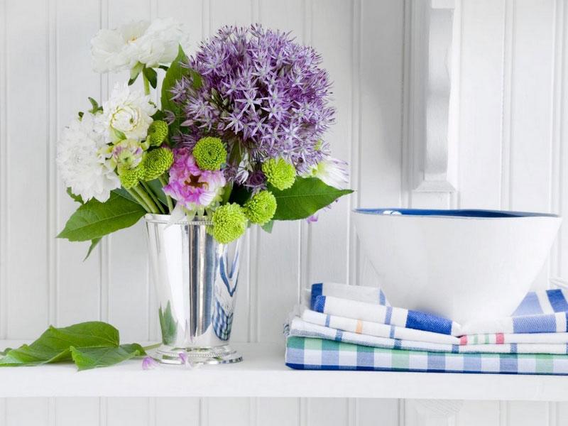"""""""Bỏ túi"""" một số mẹo hay giúp hoa cắm tươi lâu hơn. Những bông hoa tươi đầy màu sắc sẽ giúp cho không gian của mỗi gia đình trở nên đẹp và ấm cúng hơn. Dưới đây là một số mẹo hay giúp hoa cắm tươi lâu hơn mà không phải ai cũng biết. (CHI TIẾT)"""