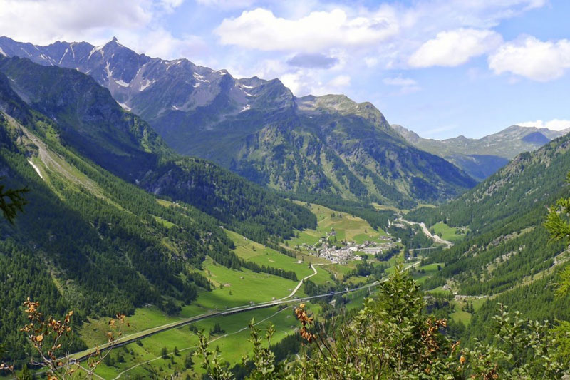 5. Simplon. Là một thung lũng của dãy núi Alps, nằm giữa Thụy Sĩ và Italia. Phần phía Tây thuộc về bang Valais (Thụy Sĩ) còn phần phía Đông thuộc địa phận vùng Piedmont (Italia).
