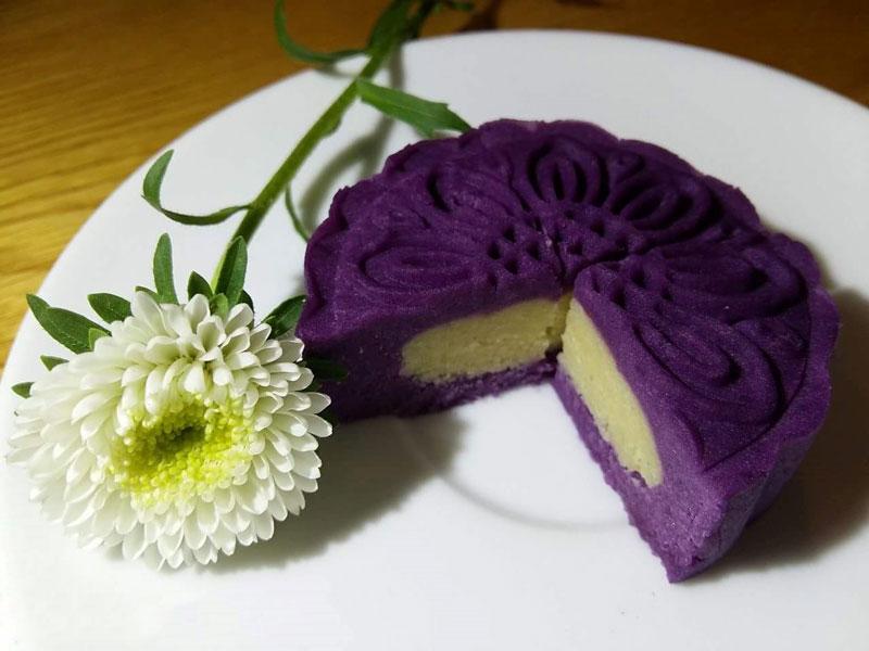 Clip: Cách làm bánh Trung thu khoai lang tím nhân đậu xanh không cần lò nướng. Hiện nay, trên thị trường có nhiều loại bánh Trung thu biến tấu từ món bánh truyền thống. Bánh Trung thu khoai lang tím nhân đậu xanh cũng rất được ưa chuộng vì nó rất thơm ngon lại không gây ngán. (CHI TIẾT)