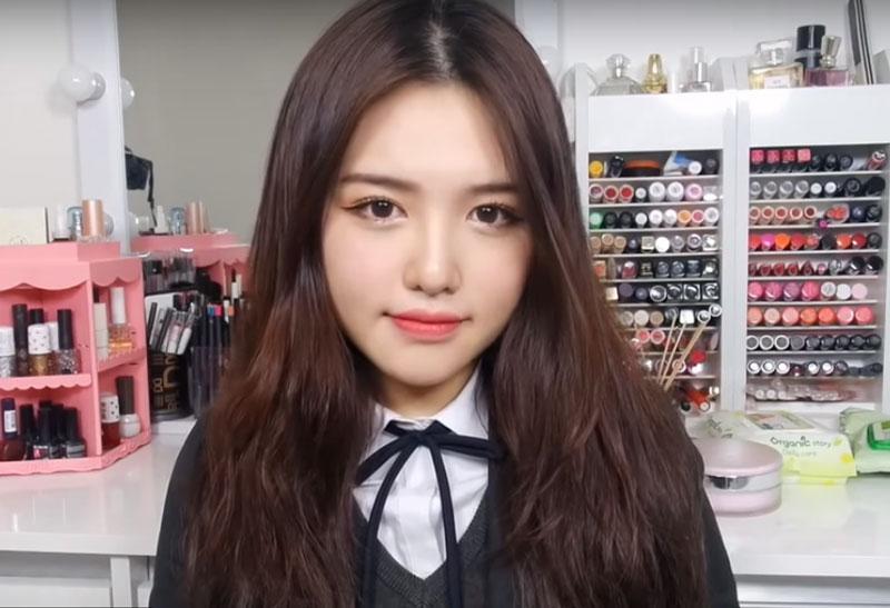Học cách trang điểm tự nhiên kiểu Hàn Quốc. Trang điểm tự nhiên kiểu Hàn Quốc là xu hướng makeup được nhiều bạn nữ ưa chuộng. Kiểu làm đẹp này luôn gây được thiện cảm cho người đối diện, kể cả người khó tính nhất. (CHI TIẾT)