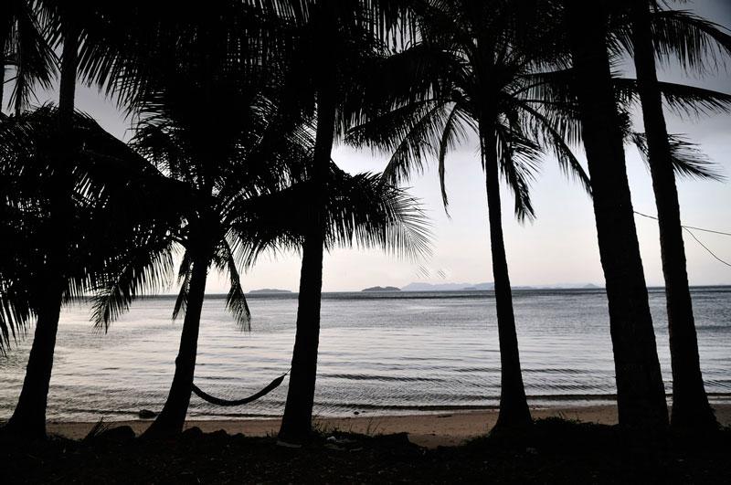 Các đảo nằm gần nhau với độ cao dưới 100m, trong đó hòn Đốc (tức hòn Tre Lớn) là đảo lớn nhất. Tổng diện tích của quần đảo là 1.100 ha, rải ra trên vùng biển rộng 5 km và dài 7 km. Các đảo được cấu tạo chủ yếu từ đá phiến và cát kết Creta. Nước ngọt khá hiếm. Ảnh: Diem Dang Dung.