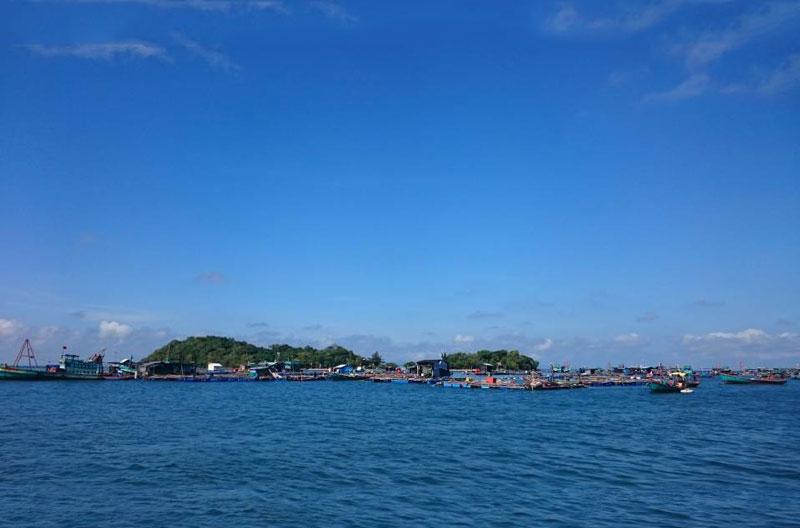 Năm 2007, chính quyền tỉnh Kiên Giang đã chấp thuận chủ trương cho nhà đầu tư thuê một số hòn đảo thuộc quần đảo Hà Tiên để phát triển các khu du lịch sinh thái biển. Ảnh: Diem Dang Dung.