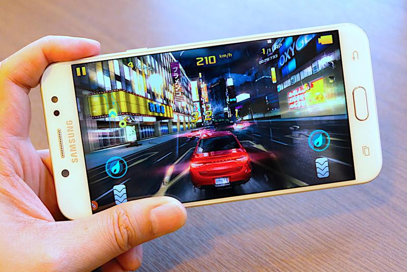 Samsung Galaxy J7 Plus - 3