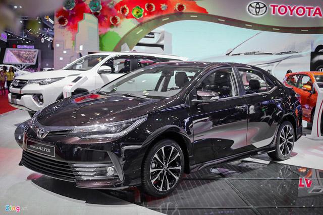 Loat oto moi ban tai Viet Nam trong thang 9 hinh anh 2 Corolla Altis 2017 thay đổi nhẹ ở kiểu dáng so với phiên bản cũ.
