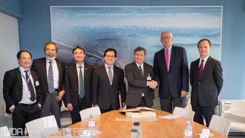 Đoàn Việt Nam thăm và làm việc với Tổ chức Nghiên cứu nguyên tử châu Âu (CERN)
