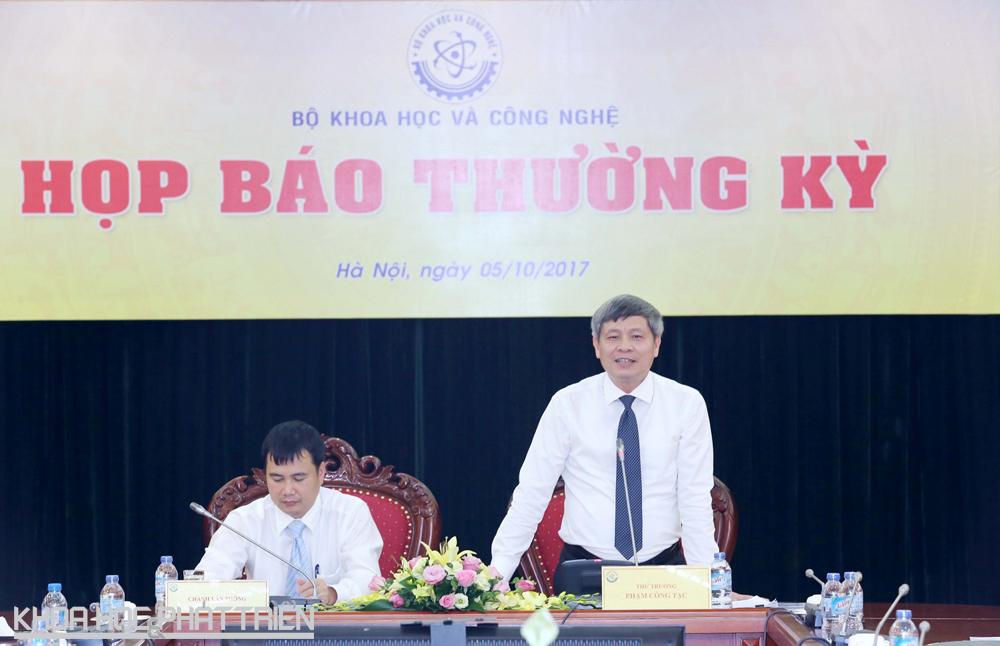 Thứ trưởng Phạm Công Tạc phát biểu tại họp báo.
