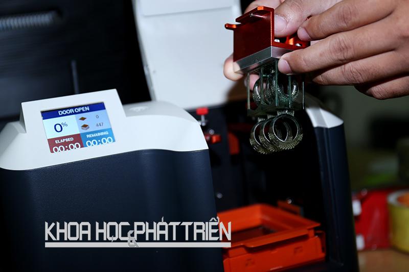 Những chiếc nhẫn được in từ máy in kim hoàn của Công ty TNHH 3DMAN Việt Nam. Ảnh: Lệ Hằng