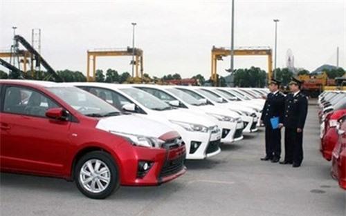 Doanh nghiệp ôtô Việt xử lý hàng tồn, hạn chế nhập khẩu. Cận kề năm 2018, lượng xe ôtô nhập khẩu nguyên chiếc về Việt Nam nửa đầu tháng 9/2017 vừa qua sụt giảm gần 40% so với cùng kỳ. (CHI TIẾT)