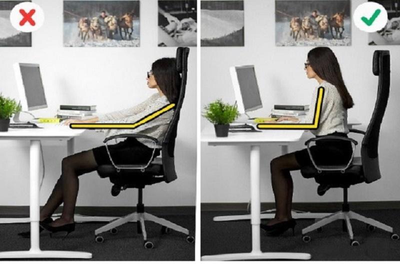 Hướng dẫn tư thế ngồi đúng khi làm việc với máy tính cho dân văn phòng. Việc ngồi sai tư thế hàng giờ liền trước máy tính, về lâu dài sẽ gây ra các hội chứng đau vai, đai cổ, mỏi đầu gối, bàn tay và ngón tay tê mỏi. Nghiêm trọng hơn, với những chứng đau lâu ngày không khỏi, nhiều người phải tìm đến bác sỹ để được tư vấn, phẫu thuật. (CHI TIẾT)