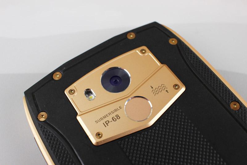 Camera chính của Blackview BV7000 Pro có độ phân giải 13 MP, khẩu độ f/2.0, trang bị đèn flash LED, hỗ trợ lấy nét theo pha, quay video Full HD.
