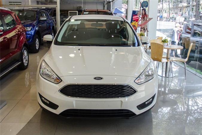Chống ế, Ford Việt Nam đại hạ giá xe Focus. Mẫu xe Ford Focus bất ngờ giảm mạnh từ 125-159 triệu đồng trong tháng 10/2017 tại Việt Nam, phiên bản thấp nhất chỉ còn 574 triệu đồng. (CHI TIẾT)