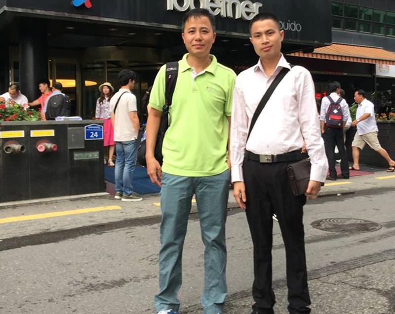Chủ tịch Công ty đầu tư du lịch PhuGroup Nguyễn Hữu Bắc (phải).