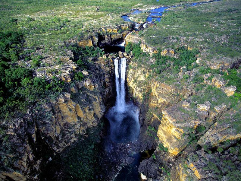 10. Sutherland. Đây thác nước gần Milford Sound ở Đảo Nam của New Zealand. Thác có độ cao 580m. Thác là một trong những di sản thiên nhiên lớn nhất New Zealand và cũng mang lại nguồn lợi kinh tế lớn cho quốc gia này. Hàng năm, có hàng triệu du khách tới đây tham quan.