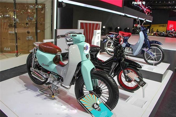 3 mẫu Honda Super Cub sắp ra mắt. Bộ 3 phiên bản Honda Super Cub sẽ được xuất hiện trong triển lãm Tokyo 2017 là Honda Super Cub 110, Super Cub 50 và Cross Cub 110. (CHI TIẾT)