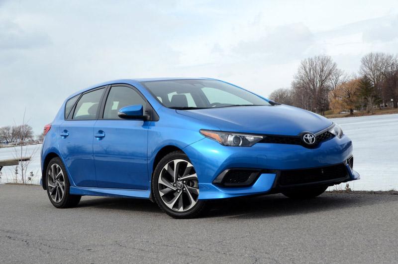 9. Toyota Corolla iM 2017 (giá khởi điểm: 19.645 USD).