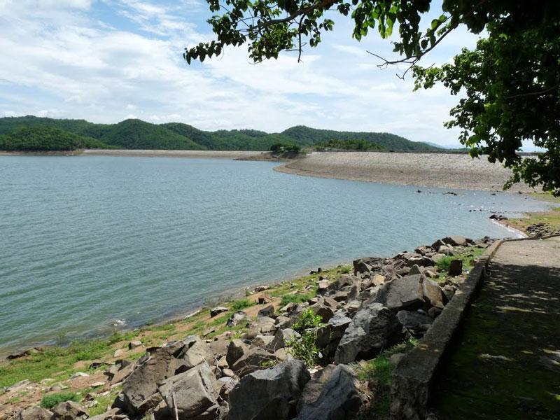 Hồ cung cấp nguồn nước cho vùng nông nghiệp Hàm Thuận Bắc và nước sinh hoạt cho thành phố Phan Thiết. Ảnh: Tuệ Minh.