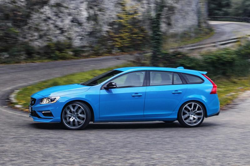 =6. Volvo V60 Polestar (thời gian tăng tốc từ 0-100 km/h: 4,4 giây).