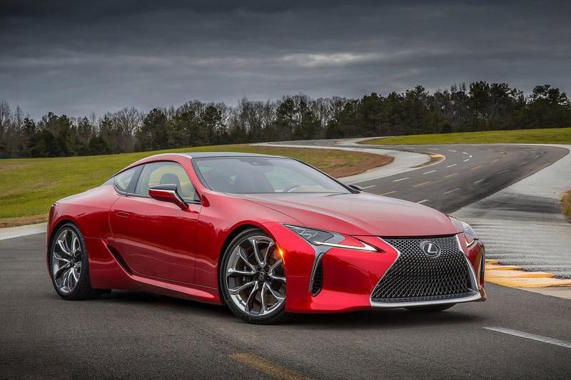 =6. Lexus LC 500 (thời gian tăng tốc từ 0-100 km/h: 4,4 giây).