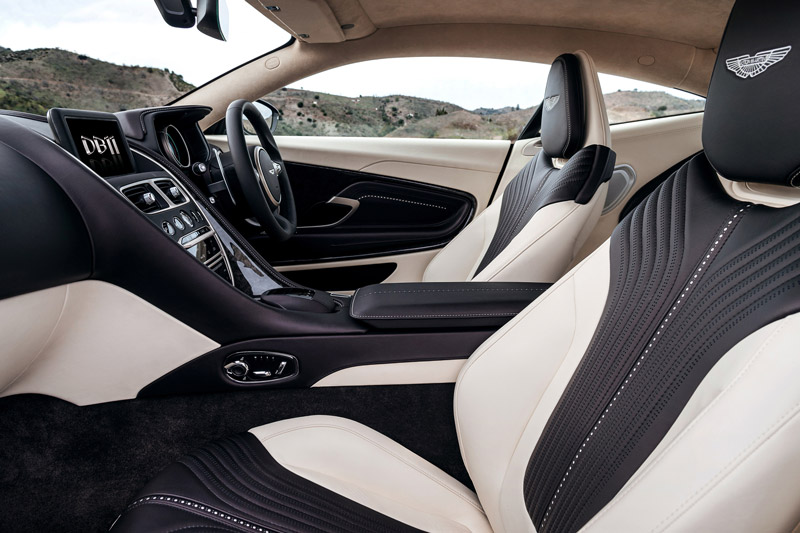Top 10 xe thể thao sở hữu nội thất đẹp nhất. Theo bầu chọn của trang AB, Aston Martin DB11, Audi R8 Spyder, Ferrari 488 Spider, Jaguar F-Type SVR Coupe, Lamborghini Huracan RWD Spyder, Mercedes-AMG GT Roadster… là những xe thể thao sở hữu nội thất đẹp nhất thế giới hiện nay. (CHI TIẾT)