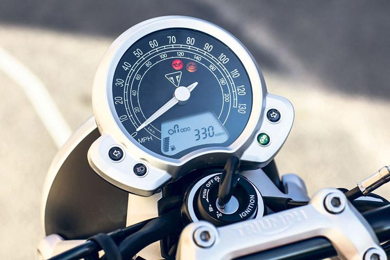 Đồng hồ analog kết hợp với điện tử.